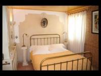 Location gîte, chambres d'hotes LA CHARLOTTE CHAMBRE D' HOTES DE CHARME AVEC CUISINE dans le département Bouches du rhône 13