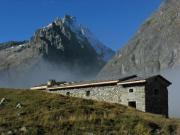 Location gîte, chambres d'hotes Chalet- refuge de Chamoissière, au pied des glaciers! dans le département Hautes alpes 5